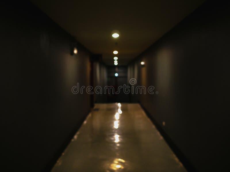 Abstraia a foto borrada da passagem na obscuridade no stor do departamento fotos de stock royalty free