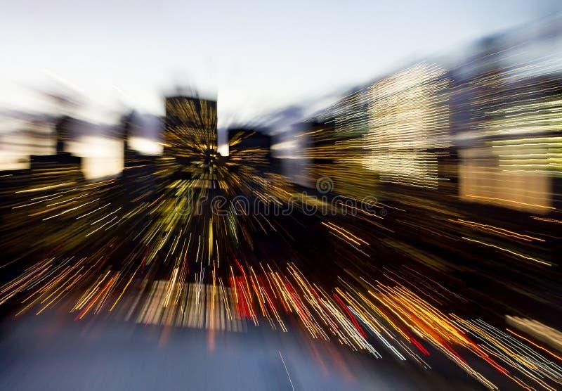 Abstraia linhas borradas de luzes do centro da skyline de New York City imagem de stock