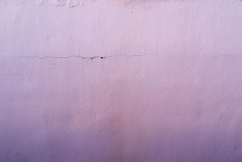 Abstraia o fundo lilás textured da superfície emplastrada velha foto de stock royalty free