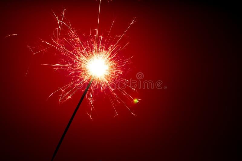 Abstraia o sparkler no fundo vermelho imagens de stock royalty free