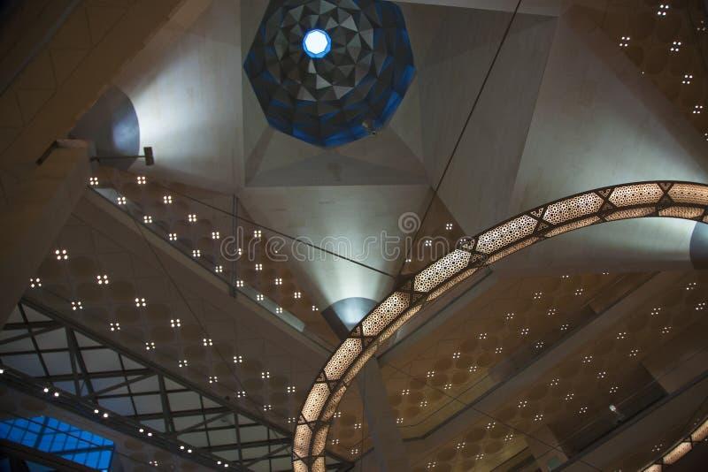 Abstrakcjonistyczna architektura wśrodku Doha Islamskiego muzeum sztuki, Katar zdjęcie royalty free