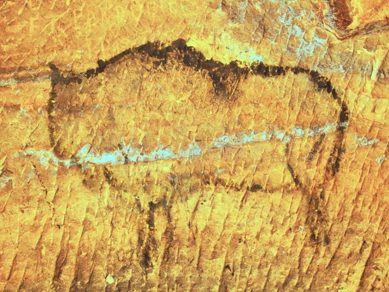 Abstrakcjonistyczna dziecko sztuka w piaskowcowej jamie Czarna węgiel farba żubr na piaskowiec ścianie ilustracji