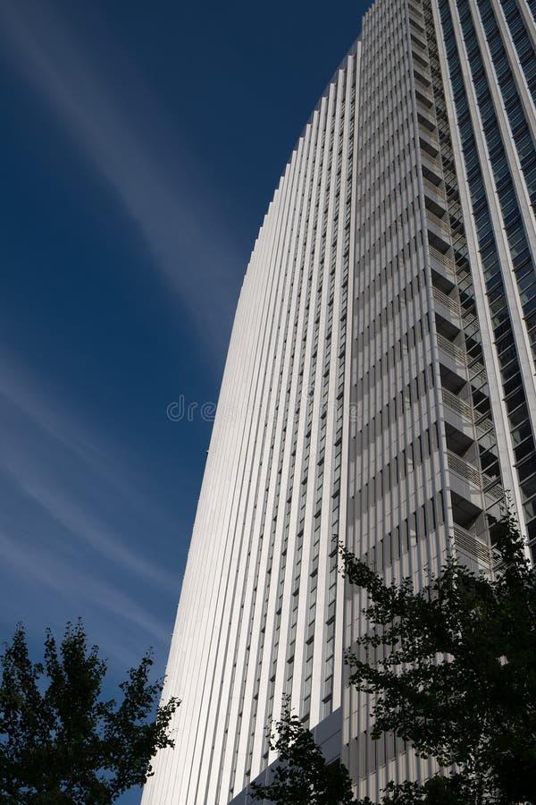 Abstrakcjonistyczna nowożytna architektura w Frankfurt Niemcy zdjęcia stock