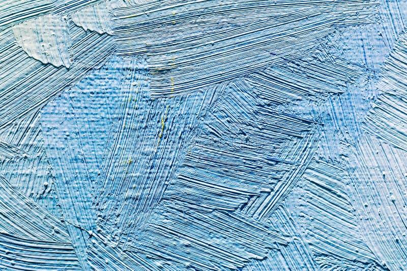Abstrakcjonistyczna ręka malujący tło z błękita muśnięcia uderzeniami zdjęcia royalty free