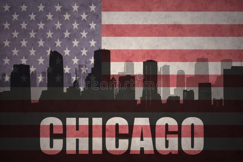 Abstrakcjonistyczna sylwetka miasto z tekstem Chicago przy rocznik flaga amerykańską royalty ilustracja