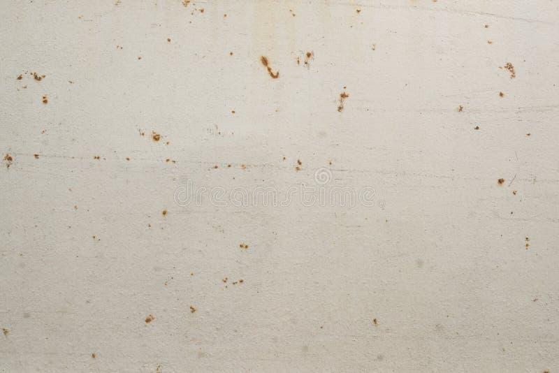 Abstrakcjonistyczna textured biel ściana z małymi zrudziałymi plamami zdjęcie stock