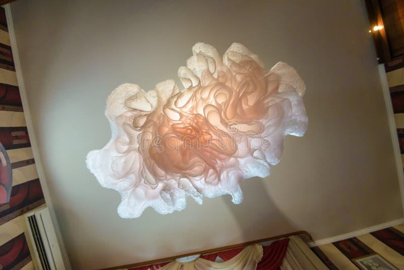 Abstrakcjonistycznego nadwieszenia ślubna suknia Niezwykły oddolny kąta widok obrazy royalty free