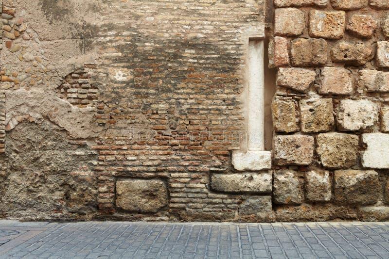 Abstrakcjonistyczni ściana z cegieł kolumny brukarze fotografia stock