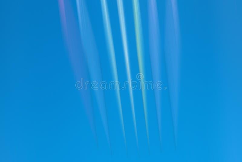 Abstrakcjonistyczni blure ruchu światła na niebieskim niebie zdjęcia royalty free