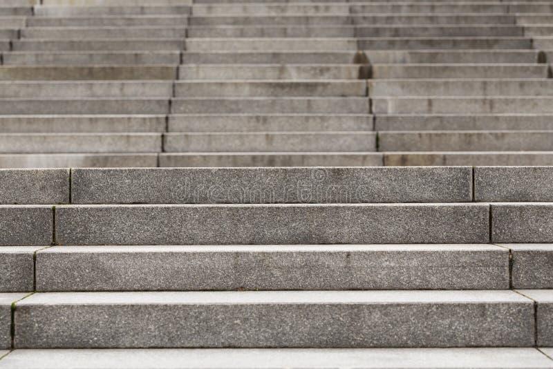 Abstrakcjonistyczni nowożytni betonowi schodki zdjęcia royalty free
