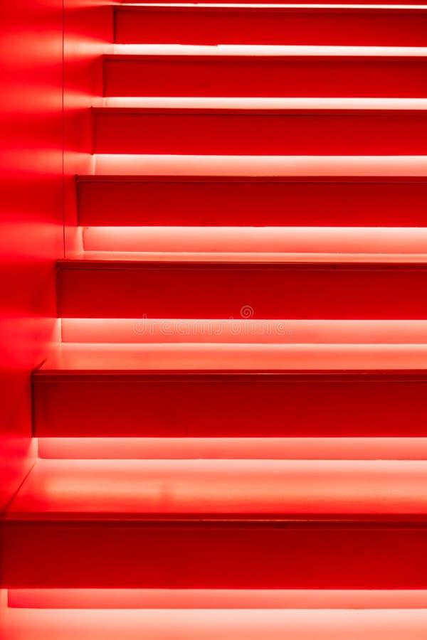 Abstrakcjonistyczni nowożytni czerwoni schodki obraz royalty free
