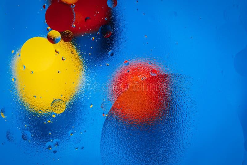 Abstrakcjonistyczni okręgi olej na zaparowywającym szklanym i barwionym tle zdjęcie royalty free