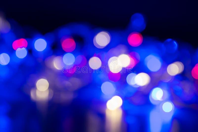 Abstrakcjonistyczni okręgi wykonują bokeh ulicznych lampionów biały błękitnego, różowy i obraz royalty free