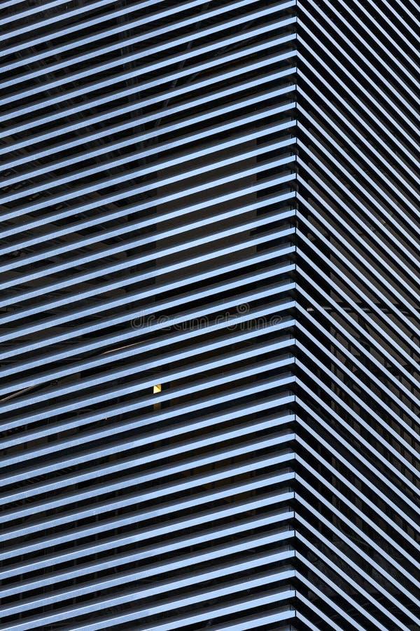 Abstrakcjonistyczny architektury tło z pasiastymi ścianami obrazy stock