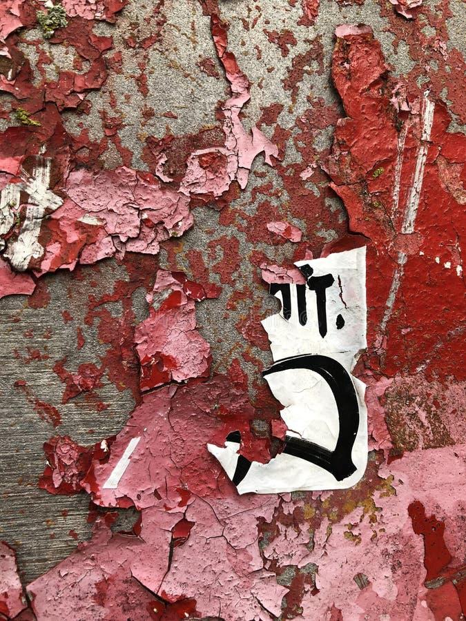 Abstrakcjonistyczny Czerwony obieranie farby ściany graffiti tło obraz stock