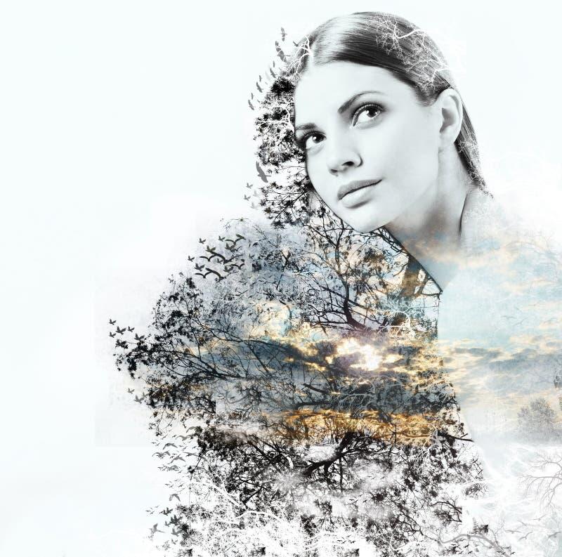 Abstrakcjonistyczny dwoisty ujawnienie kobieta i piękno natura przy su fotografia royalty free