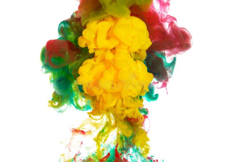 Abstrakcjonistyczny farby tło mieszać barwi atramentu pluśnięcie w wodzie odizolowywającej na białym tle royalty ilustracja