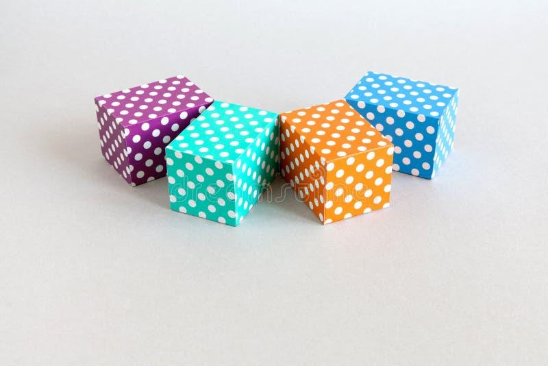 Abstrakcjonistyczny kolorowy blok polki kropki wzór Fiołka zielonego pomarańczowego błękitnego koloru prostokątni pudełka układal obraz stock