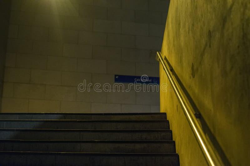 abstrakcjonistyczny konceptualny ruchu pośpiechu schodków metro obraz stock