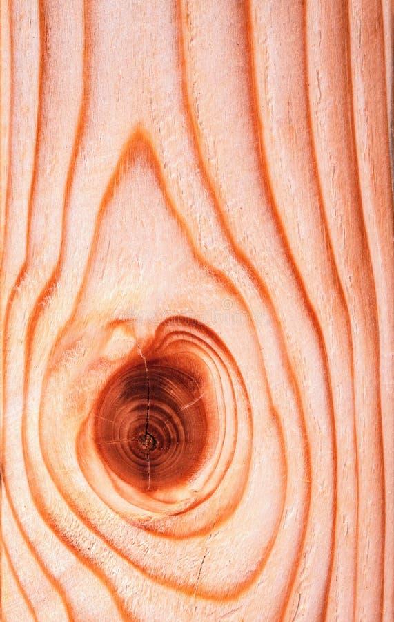 Abstrakcjonistyczny kształt na nieociosanej drewnianej desce zdjęcie stock