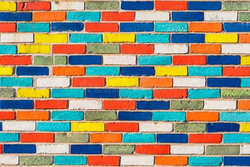 Abstrakcjonistyczny obrazek ściana z kolorowymi cegłami Tło kamienny miastowy projekt obraz royalty free