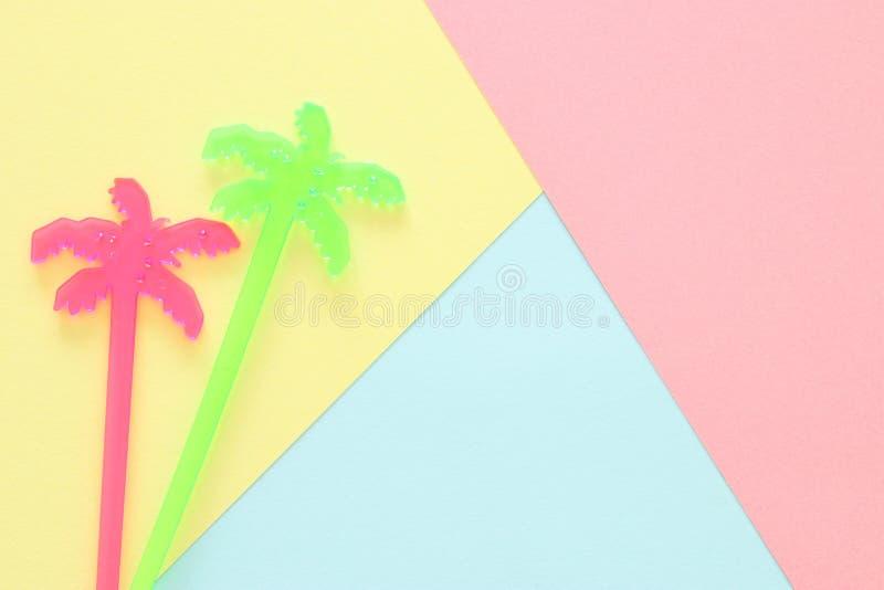 Abstrakcjonistyczny pastel barwiąca papierowa tekstura Minimalni geometryczni kształty i linie modny projekta pojęcie wibrujący p zdjęcie royalty free