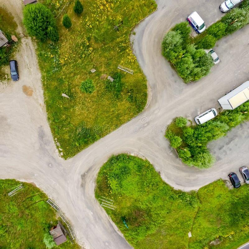 Abstrakcjonistyczny pionowo widok od prawie pustego parking dla ciężarówek z trzy pas ruchu w zakrywającego teren obraz royalty free