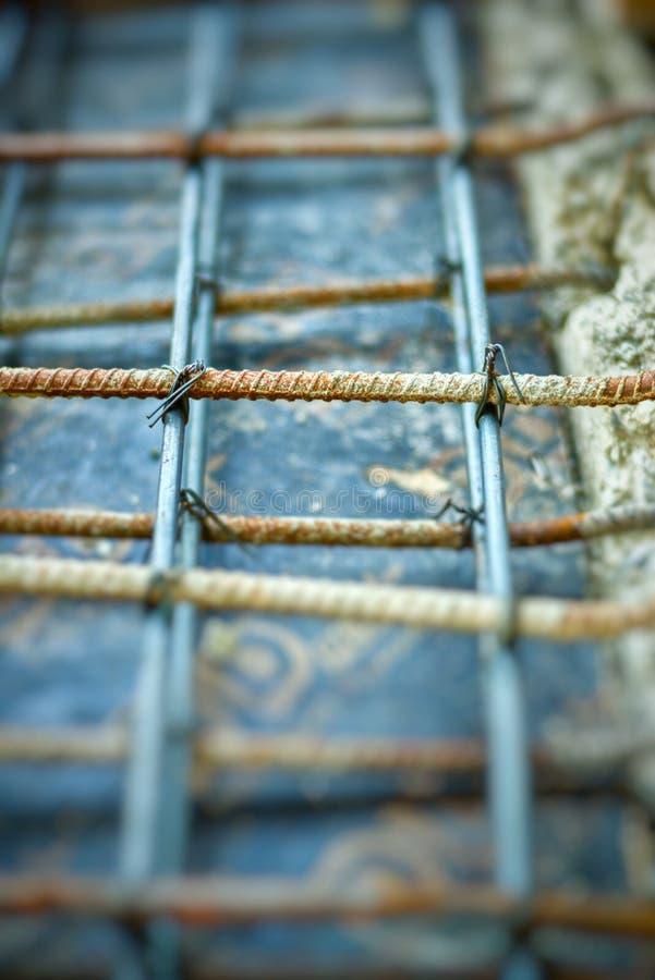 Abstrakcjonistyczny rocznik stalowa praca dla wzmacnienie betonu podłoga obraz royalty free