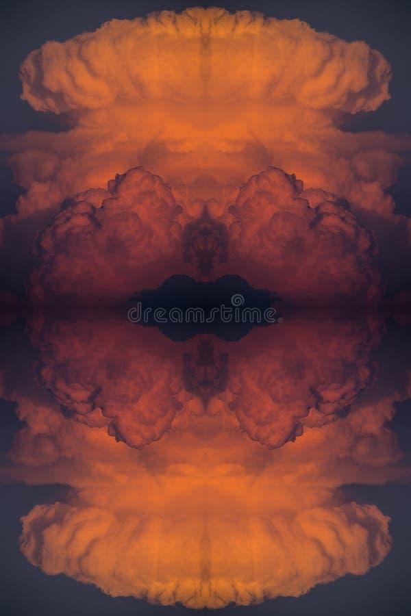 Abstrakcjonistyczny tło, czerwony chmurny zmierzch po ogromnego pożaru lasu obrazy stock