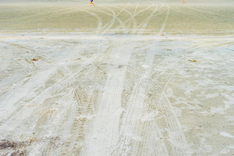 Abstrakcjonistyczny tło koło ślad na piasku, kopii przestrzeń obraz royalty free