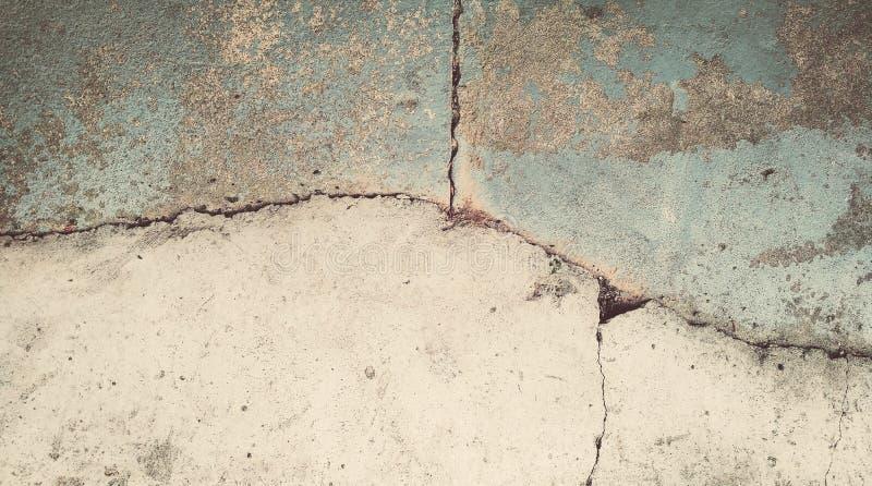 Abstrakcjonistyczny tło, stary szarość tynk z pęknięciami fotografia stock