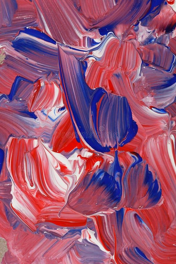 Abstrakcjonistyczny tło w czerwieni, białych i błękitnych brzmieniach farba, obrazy royalty free