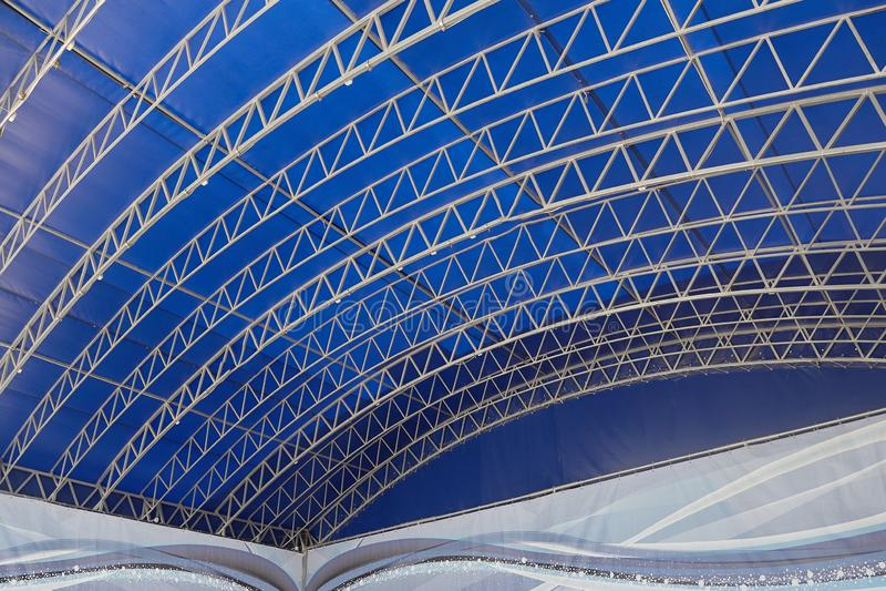 Abstrakcjonistyczny tło z liniami na błękitnym tle zdjęcia stock