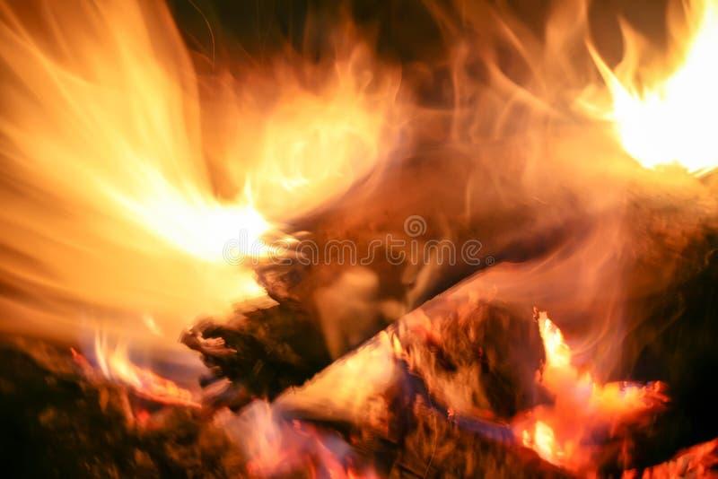 Abstrakcjonistyczny wizerunek drewniany palenie ogień tajna kryjówka Używa fajczaną grzankę zdjęcie royalty free