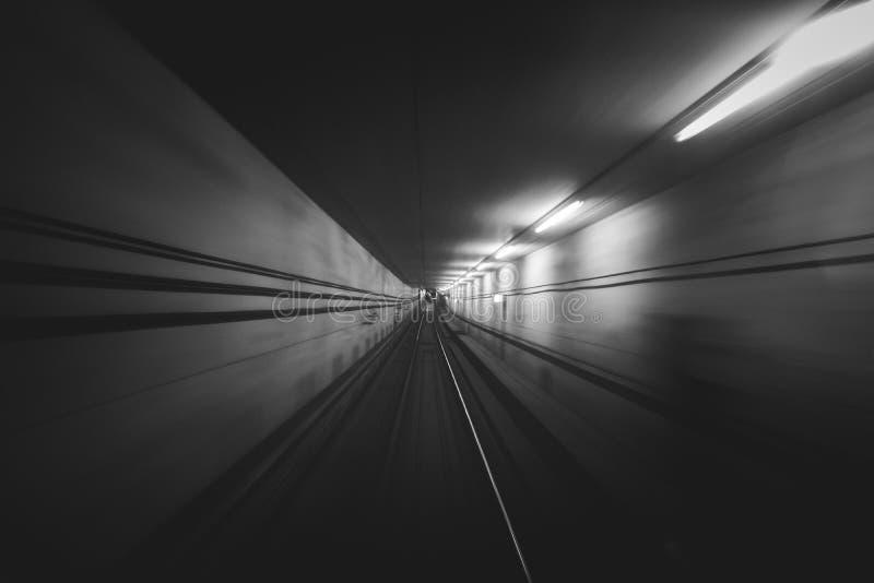 Abstrakcjonistyczny wizerunek tunel od jeden metro podróży Kopenhaga Dani zdjęcia stock