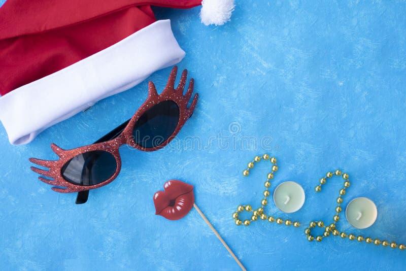 abstrakcjonistycznych gwiazdk? t?a dekoracji projektu ciemnej czerwieni wzoru star white Santa kapelusz z czerwonymi szkłami Mies zdjęcie royalty free