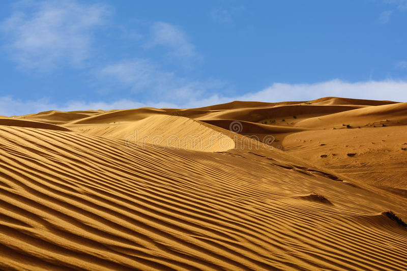 Abstraktów wzory w diunach Arabska pustynia obraz royalty free
