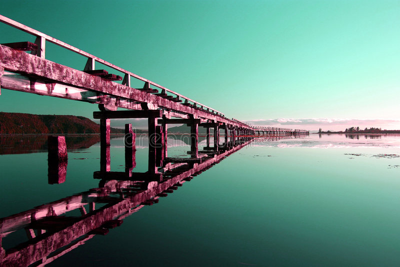 abstrakt övergiven pir fotografering för bildbyråer