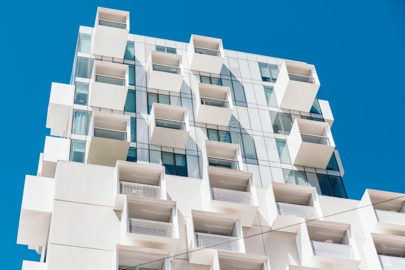 Abstrakt arkitektur av en modern byggnad Melbourne Australien royaltyfria foton