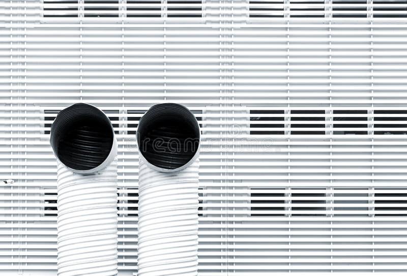 Abstrakt arkitekturbild med två ventilationsrör royaltyfri foto
