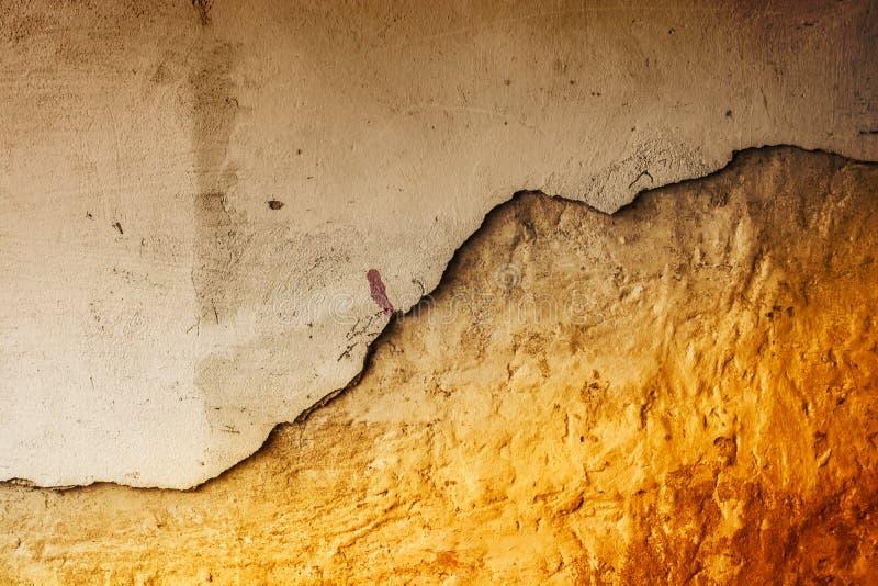 Abstrakt bakgrund av gammalt bryta ner väggen fotografering för bildbyråer