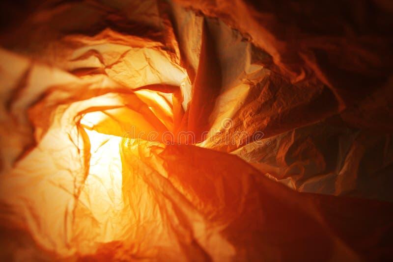 Abstrakt bakgrund av insidorna av en orange plastpåse royaltyfri fotografi