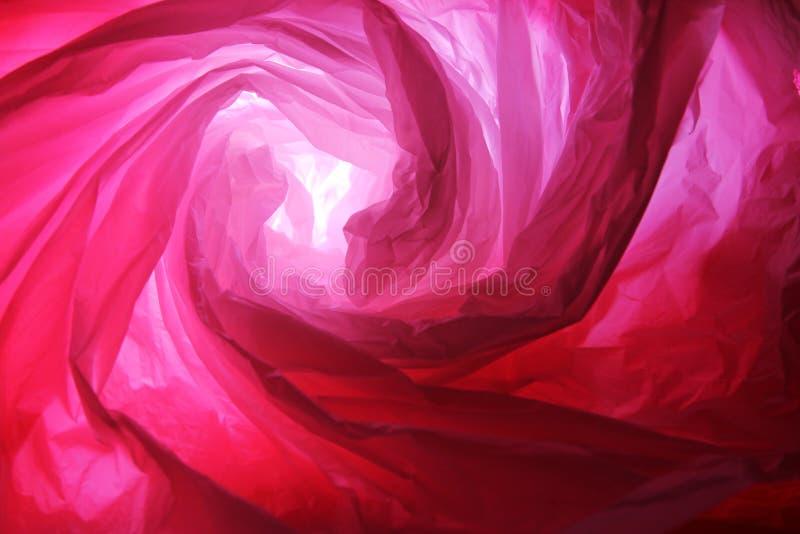 Abstrakt bakgrund av insidorna av en röd plastpåse - serie 2 royaltyfri bild