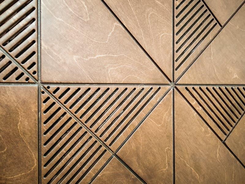 abstrakt bakgrund av trädäcka tegelplattor med den geometriska modellen av linjer och trianglar arkivbild