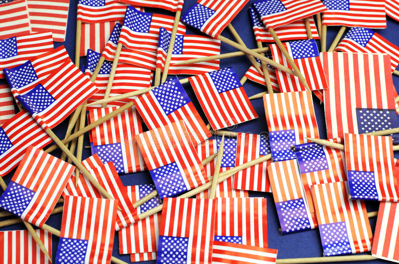 Abstrakt bakgrund av USA stjärnor och band, röd vit och nationella tandpetareflaggor för blått royaltyfria bilder