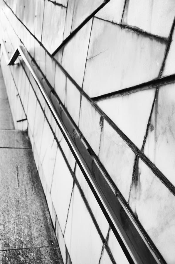 Abstrakt bakgrund för stenvägg i perspektiv svart färgwhite arkivbilder