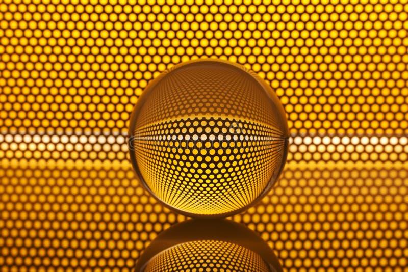 Abstrakt bakgrund med exponeringsglas klumpa ihop sig, och guld- (en) mönstra arkivfoton