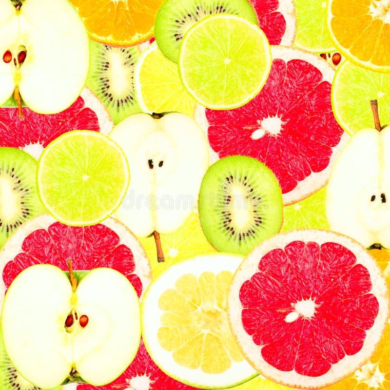 Abstrakt bakgrund med skivor av nya frukter arkivfoton