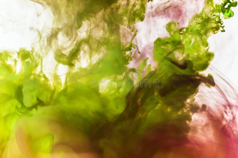 Abstrakt bakgrundsfärgpulver i vatten royaltyfria bilder
