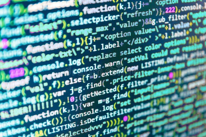 abstrakt bakgrundsteknologi Bärare för källPCwebsite Programmerare som kontrollerar hans kod på modern applikation för datorskärm arkivfoton